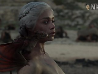 Completely naked Mother of Dragons from game Of Thrones