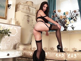 Handsome chick Chelsea French in stockings plays with her pussy
