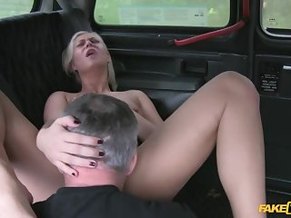 Tourist Can't Figure Out Her Way Around Town So She Fucks A Cabbie